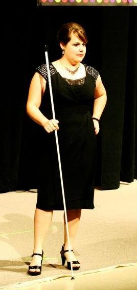 how to use a long white cane