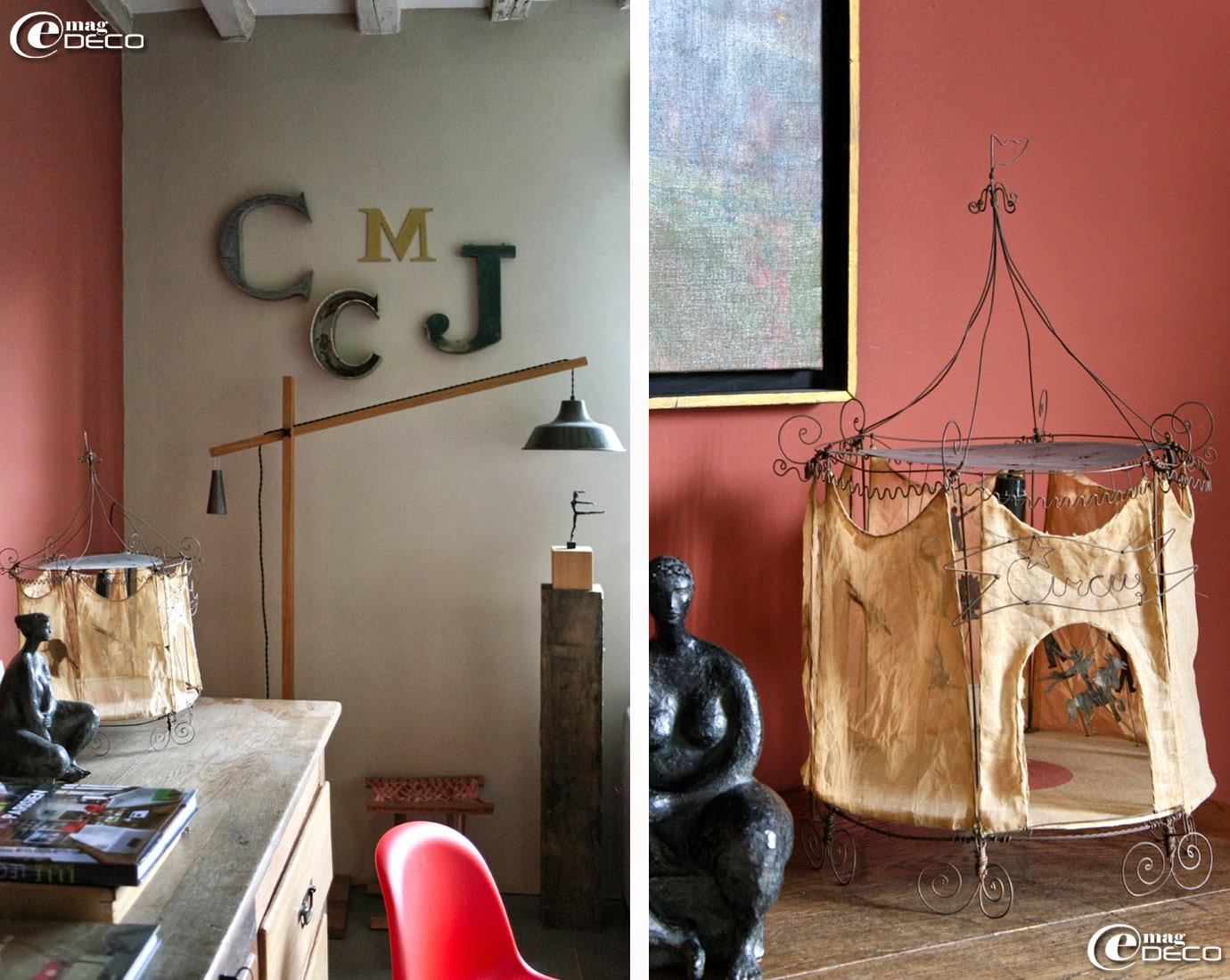 Lettres d'enseigne pour décorer un mur, une lampe articulée de Anne Jaeckin et Le Cirque, une création de Vox Populi