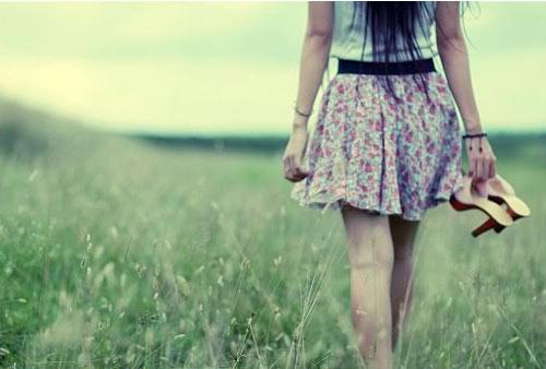 Hình ảnh con gái buồn, đau khổ vì thất tình