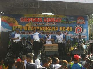 Meriah, Sepeda Sehat HUT Bhayangkara Ke-69 Banjir Hadiah
