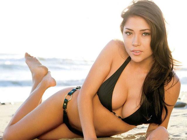 Arianny Celeste sexy on the beach