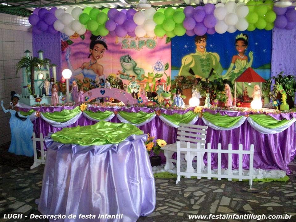 Festa infantil de aniversário com o tema da Princesa e o sapo para mesa decorada.