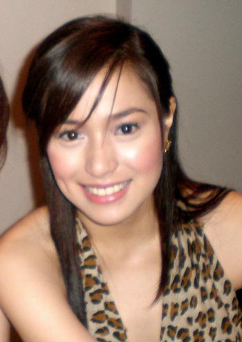 esmer bir filipinli güzel kız resmi