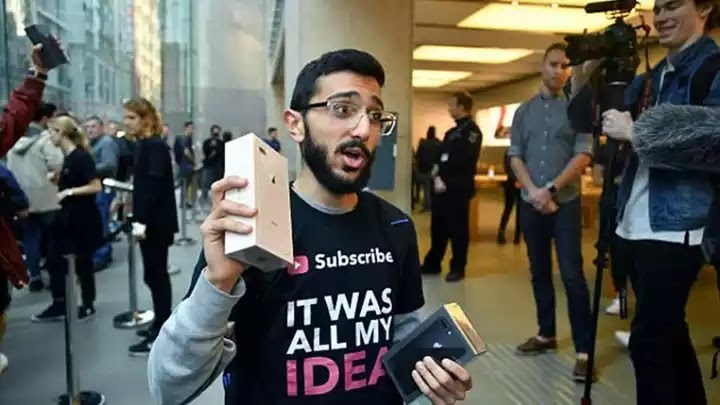 Ο ηλίθιος  που κοιμόταν στον δρόμο επί 11 μέρες για να πάρει πρώτος το Iphone 8 και τώρα δεν το... θέλει - ΒΙΝΤΕΟ