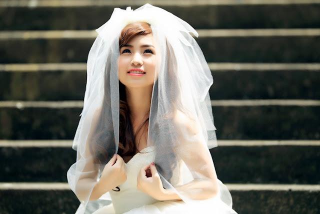 cô dâu mặc váy cưới đẹp rạng ngời