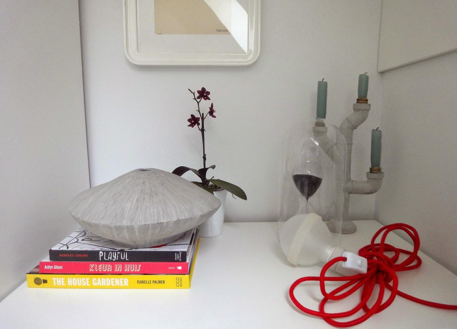 designedlifeblog.blogspot.com hats off bedroom storage vignette