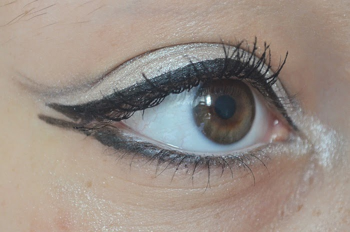 yeux liner mascara