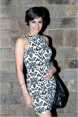 "mandira bedi at ""anything but love"" play 