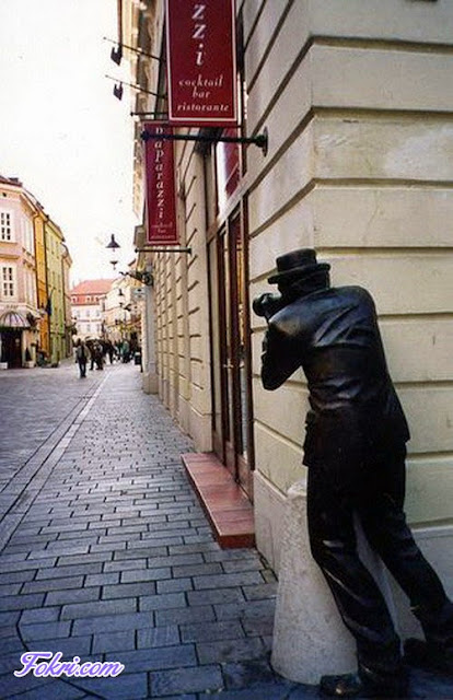 8.Amazing Statue