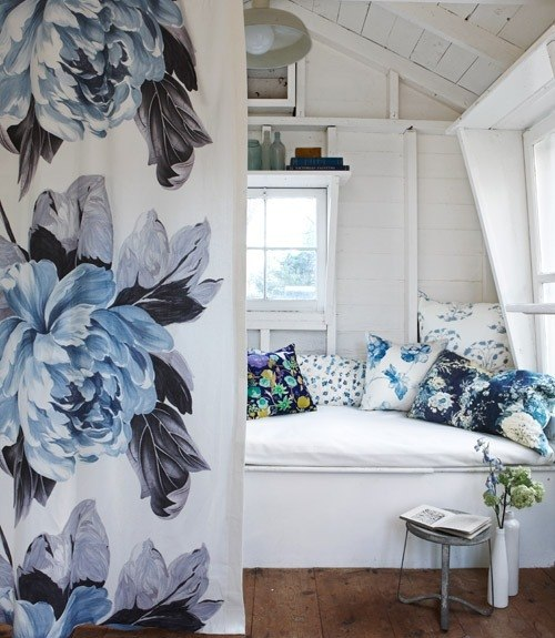 decorating with style blue and white cottage decorating