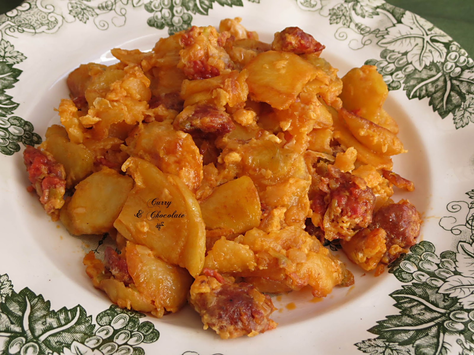 Patatas fritas con chorizo y huevo - Fried potatoes with fresh chorizo and egg