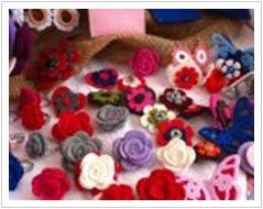 le mie rose in feltro (spille, anelli e mollettine) . . .