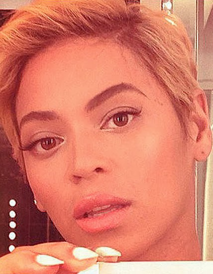 """Певица Бейонсе потрясла интернет своей прической в стиле """"эльфа"""", а все благодаря автофотографии."""