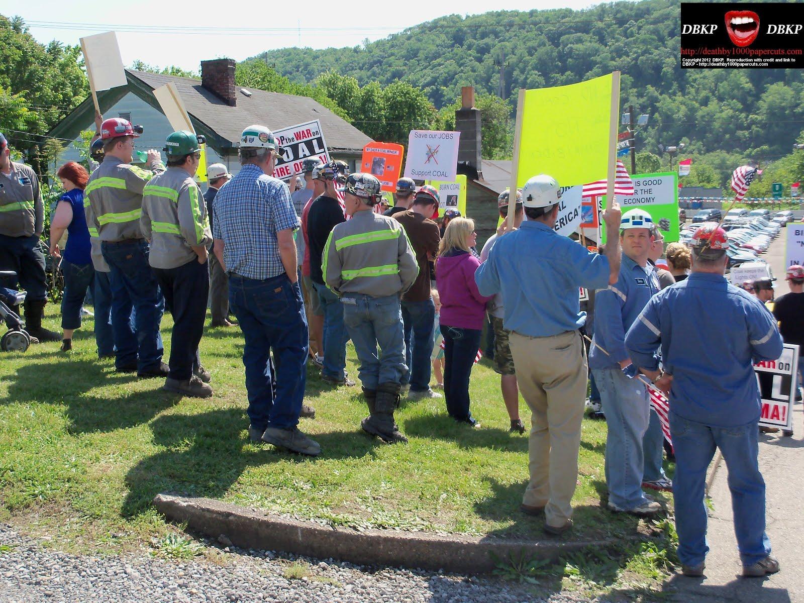 http://2.bp.blogspot.com/-h8rQlGYbvmc/T7jXNVRqCQI/AAAAAAAAXq4/wSCNuEVyHLM/s1600/Biden-MF-protestors-0517-2012.jpg