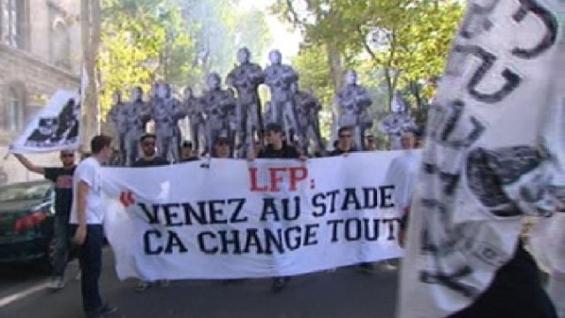 Le Mouvement en France . - Page 12 Ultras_banderole_stade