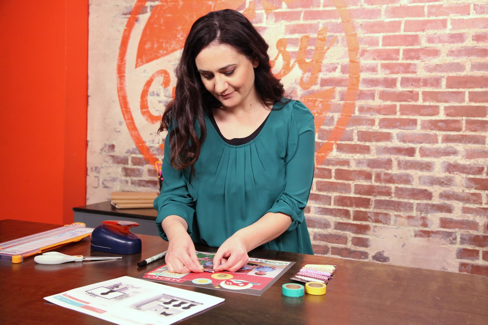 Scrapbook Design and Storytelling: Beyond the Basics Craftsy Scrapbooking Class taught by Jen Gallacher