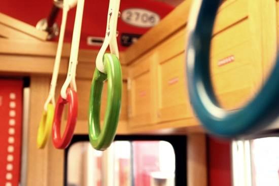 keretapi-alat-mainan-tempat-pemegang