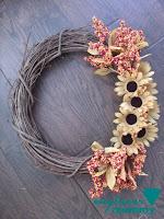 http://engineermommy.com/2015/fall-floral-wreath-diy/