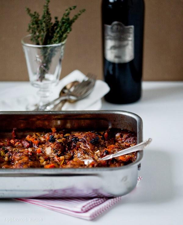 geschmorte Hähnchenkeulen Rotwein