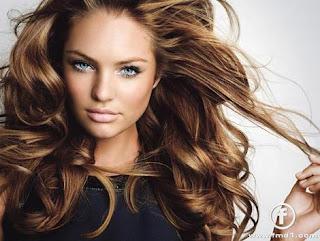 dalgalı saçlı güzel bayanlar