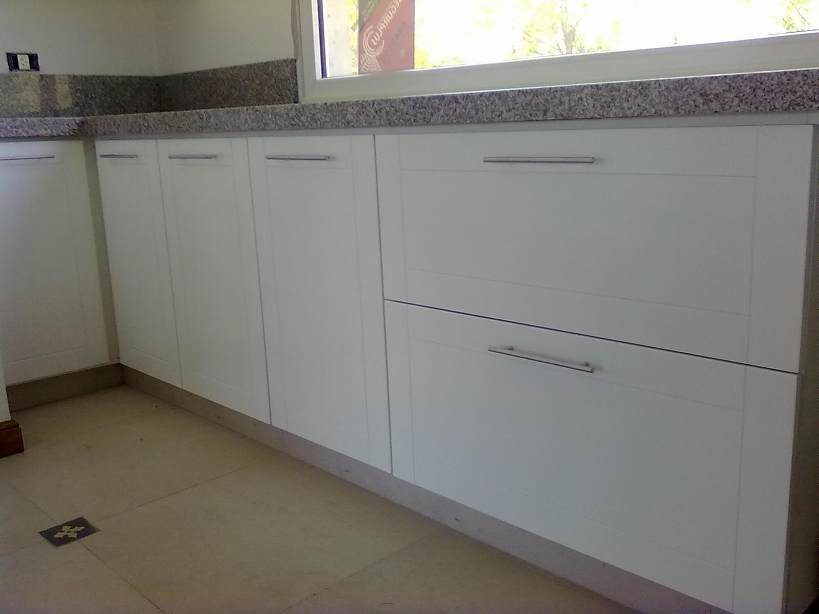 Muebles a medida tandil amoblamiento cocina laqueado blanco - Muebles de cocina fotos ...