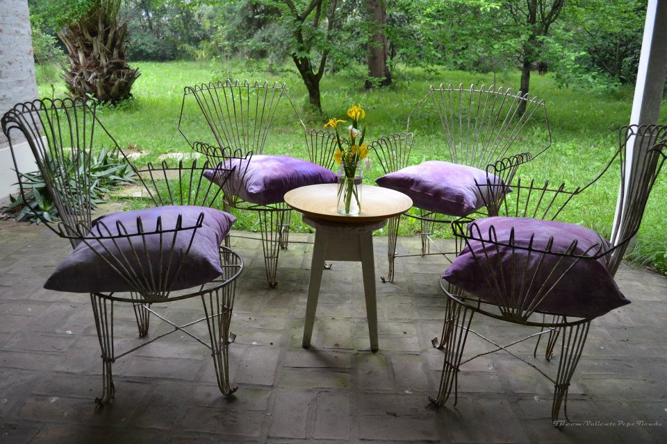 Antiguos sillones de hierro de jard n valiente pepe for Juegos de jardin de hierro