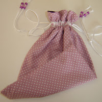 http://nannycraft4u.com.au/2015/06/make-a-lined-drawstring-bag/