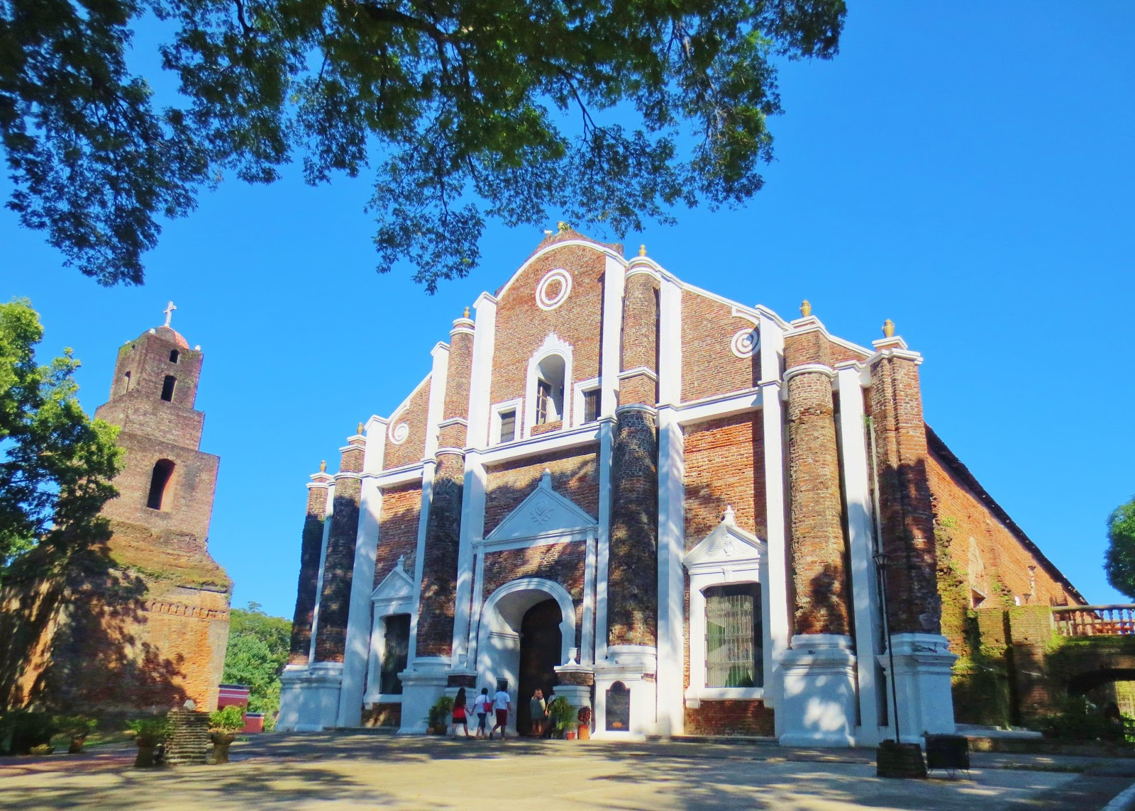 Sta Monica Church, Sarrat