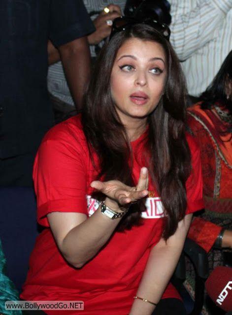 Aishwarya+Rai+in+Hospital+(1)