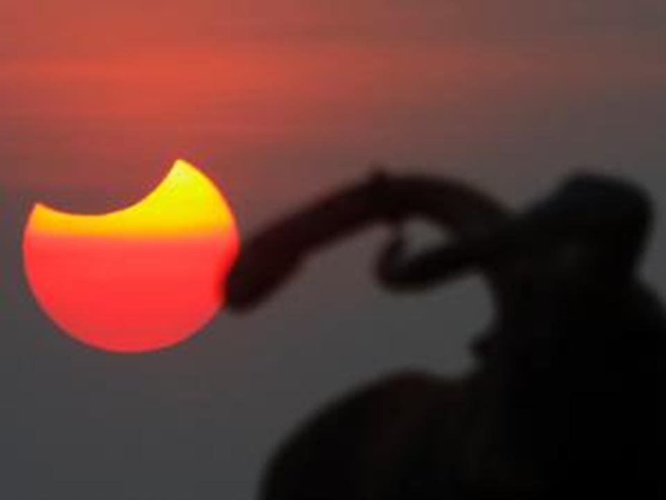 Koleksi Foto Gerhana Bulan Total Terbaru 2011