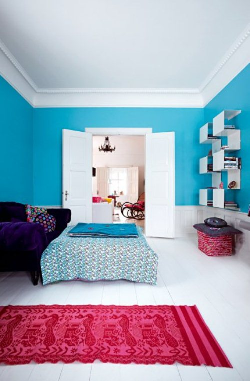 light house with bright furniture and accents 4 ไอเดียการตกแต่งบ้านหวานๆจากเดนมาร์ก