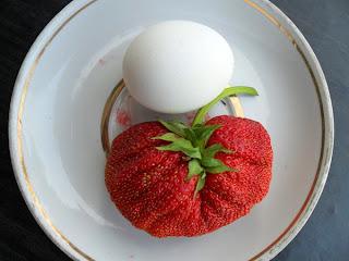Самая крупная ягода клубники!
