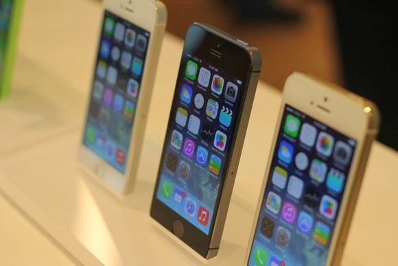 """Động thái """"mở đường"""" của các nhà mạng Mỹ nhiều khả năng sẽ gây ảnh hưởng đến thị trường điện thoại xách tay khóa mạng tại Việt Nam. Ảnh Techhive."""