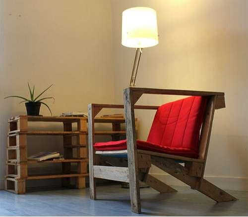 Muebles de palets sillones con palets for Sillones hechos con palets de madera