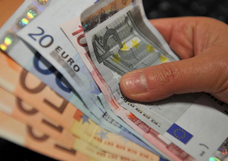 Risultati immagini per BONUS FAMIGLIA: IL TUO COMUNE DEVE VERSARTI 1.883 EURO!