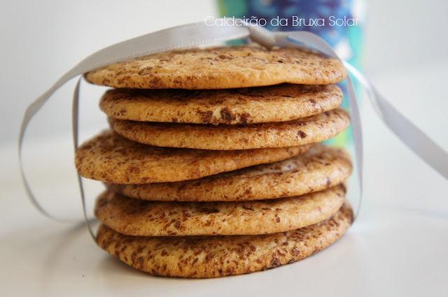 Cookies craquelados de chocolate branco