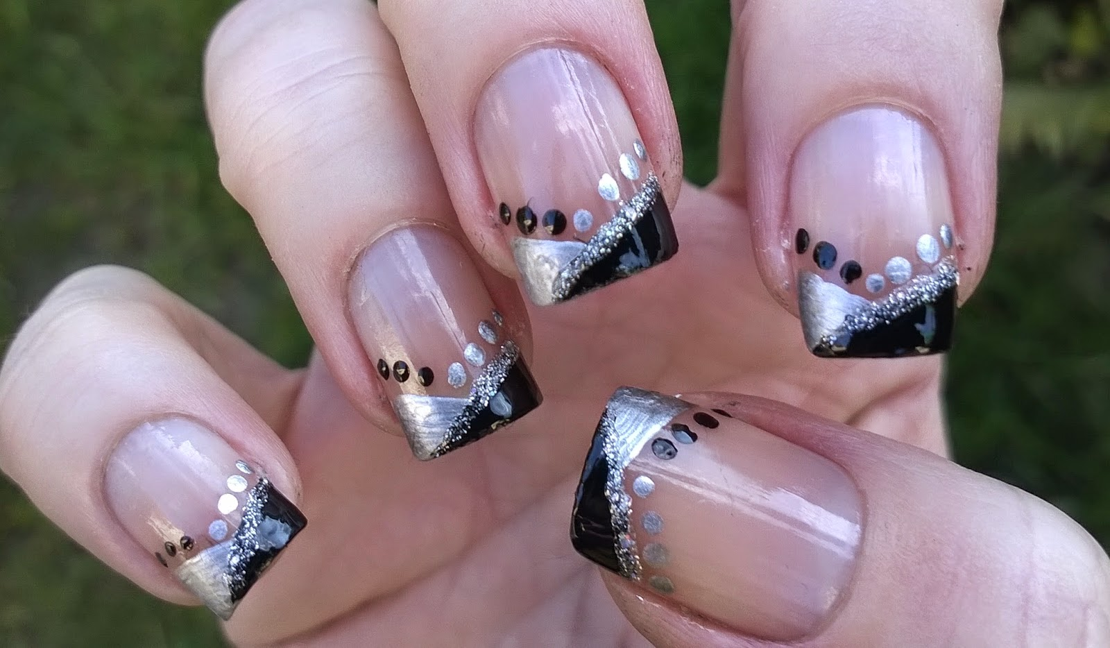 Life World Women: Sparkly New Year\'s Eve nail art