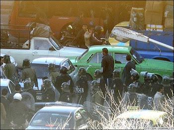ايران / سياسی برخورد شدید نیروهای امنیتی؛ «دهها نفر در تهران و اصفهان بازداشت شدند»