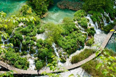 Las Cascadas Plitvice en el Parque Nacional de Croacia