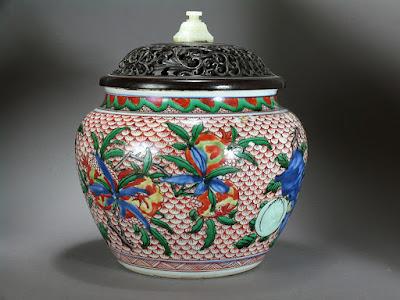 wucai jar circa 1640