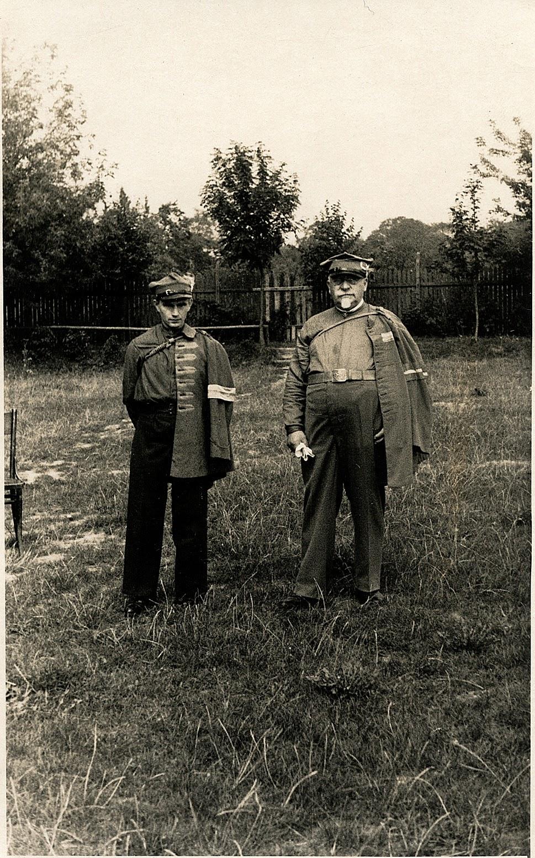 Doktor Feliks Zbrożek (1862-1939). Działacz Stronnictwa Narodowego i Sokoła w Końskich w 1930-39. Na fotografii z drugiej połowy lat 30. z Henrykiem Sewerynem Zawadzkim (po lewej). Foto w zbiorach KW.