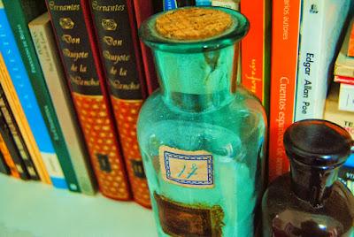 http://canelaynaranja.blogspot.com.es/2013/10/la-maestra-y-el-boticario.html