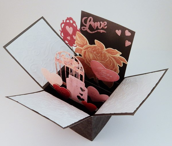 La carte de Saint Valentin pop-up boite