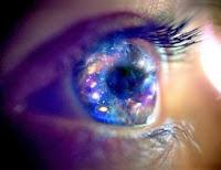 Cada ojo contiene una galaxia de átomos!