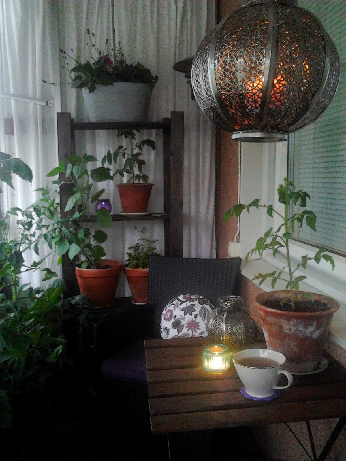 Från mitt vardagsrum: balkonger...