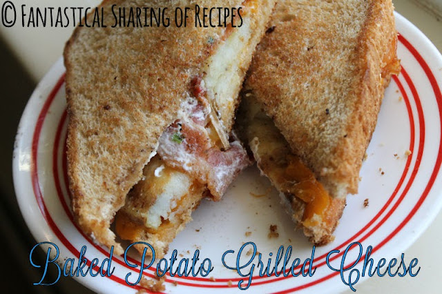 Baked Potato Grilled Cheese Sandwich | Crispy slices of potatoes, bacon, and cheese make up this yummy sandwich | www.fantasticalsharing.com