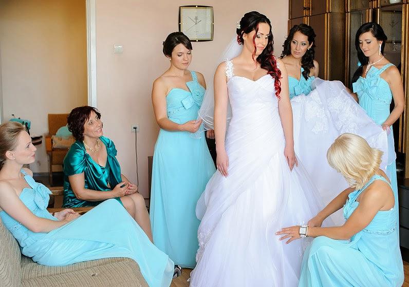 pamergės rengia nuotakos suknelę