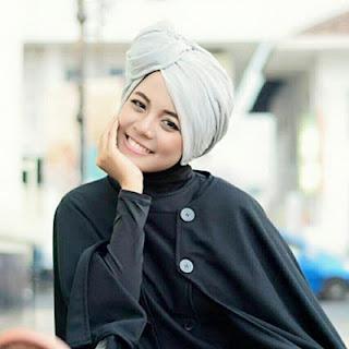 http://www.modelindonesia.biz/2015/12/roro-risty.html