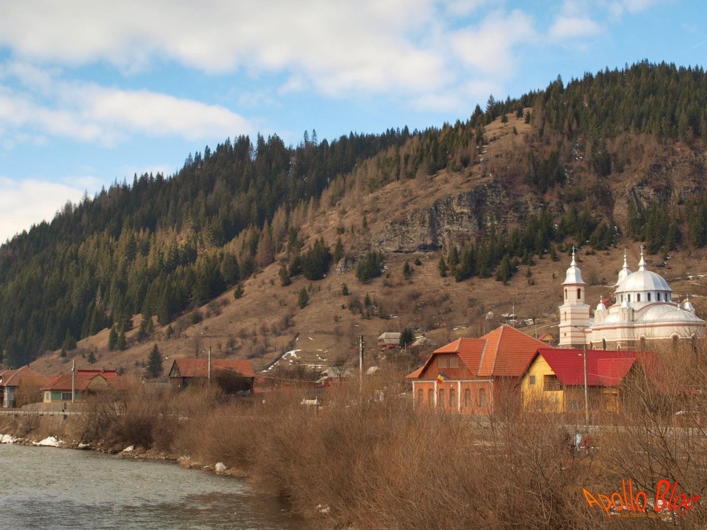 Biserica si Dealuri