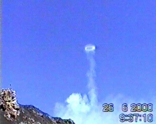 BoongaBlogger: Mount Etna Blows Smoke Rings
